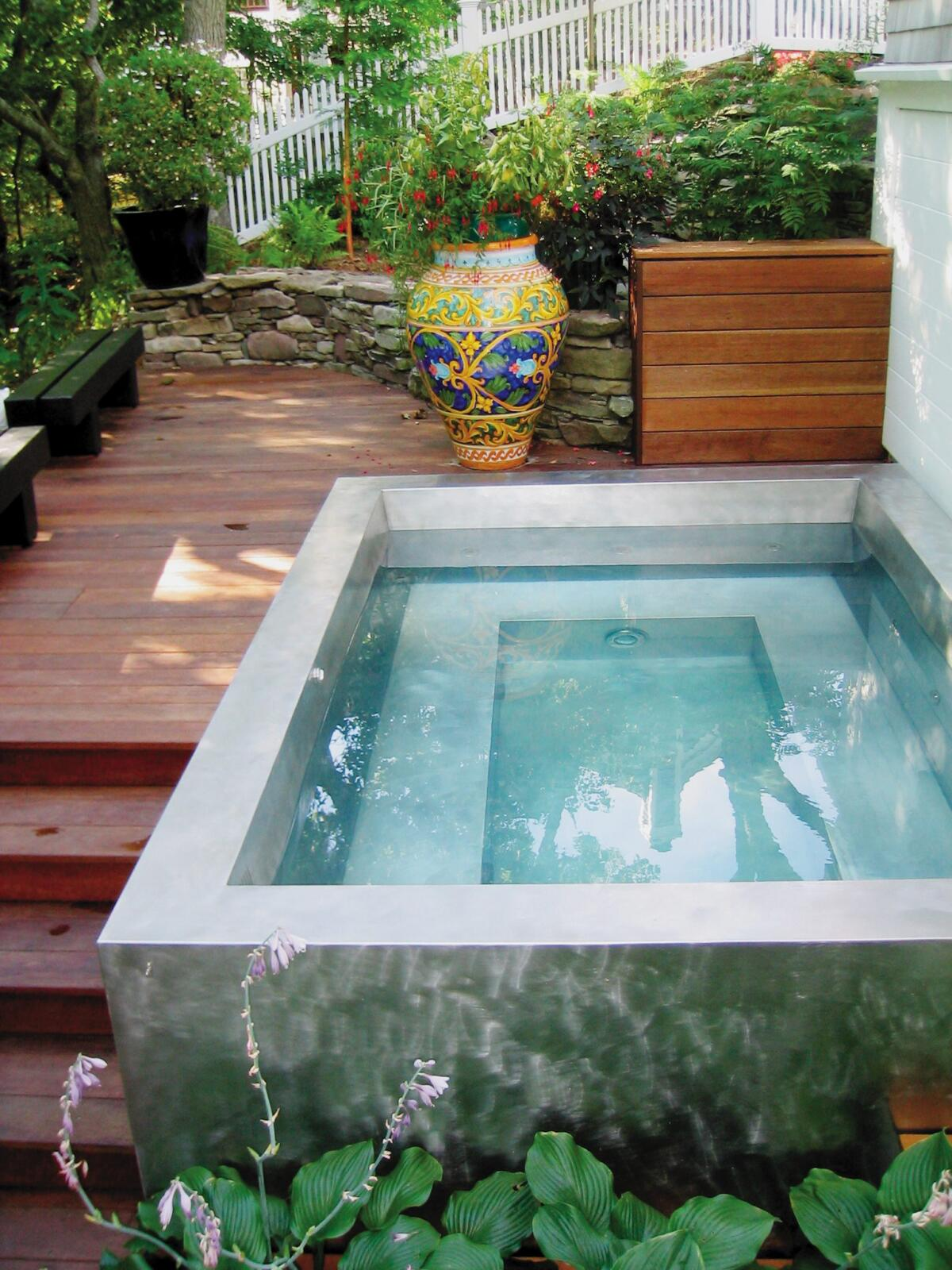 Very Small Backyard Pools : Blending Your Hot Tub into its Surroundings